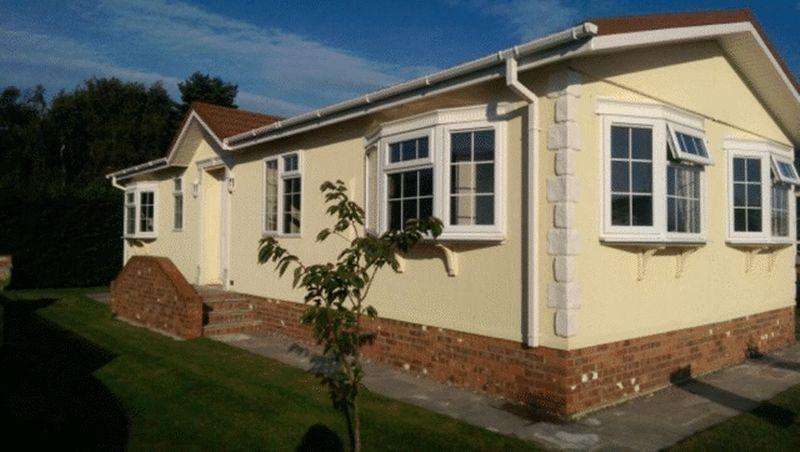 2 Bedrooms Park Home Mobile Home for sale in Manor Road, Caddington