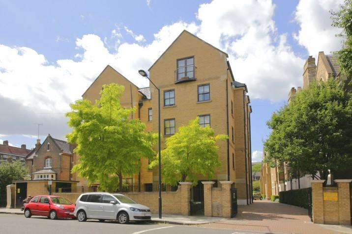 2 Bedrooms Flat for sale in Wordsworth Place NW5
