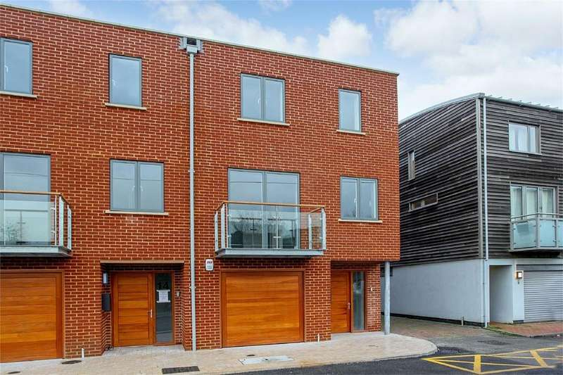3 Bedrooms Town House for sale in Timberyard Lane, Lewes, East Sussex
