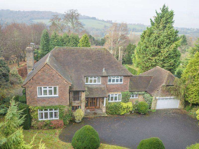 4 Bedrooms Detached House for sale in GIVONS GROVE