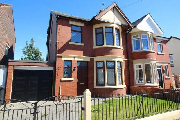 3 Bedrooms Semi Detached House for sale in Lowther Road, Fleetwood, FY7