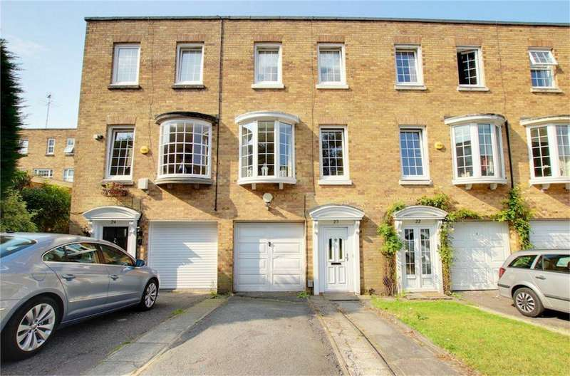 3 Bedrooms Town House for sale in Hawthorns, Woodford Green, Essex