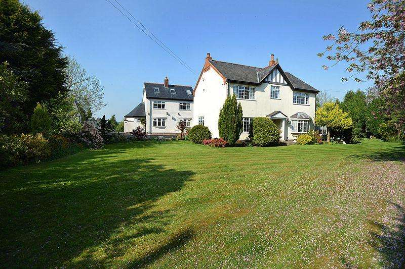 6 Bedrooms Detached House for sale in Cogshall Lane, Little Leigh