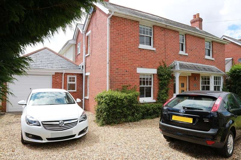 4 Bedrooms Detached House for sale in Parsonage Barn Lane, Ringwood