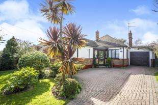 2 Bedrooms Bungalow for sale in Scarborough Drive, Minster On Sea, Sheerness, Franwynne