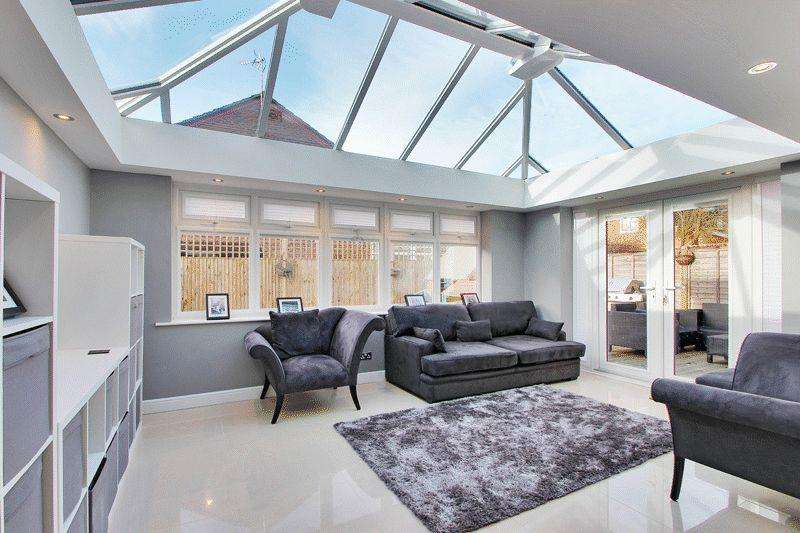 3 Bedrooms Detached House for sale in Leeds Close, Southwater