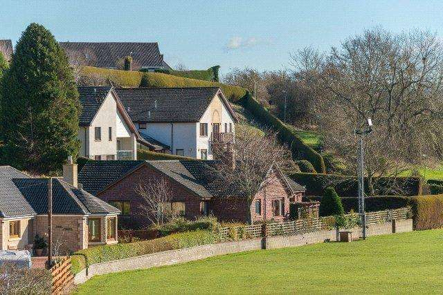 4 Bedrooms Detached Bungalow for sale in Meadow Lodge, Broom Loan, Kelso, Scottish Borders, TD5