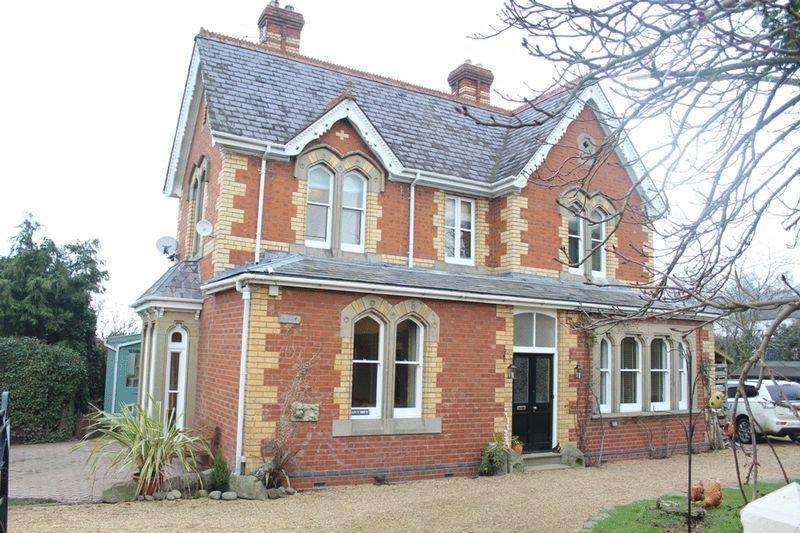 4 Bedrooms Country House Character Property for sale in Criggion Lane, Trewern, Welshpool, SY21 8DX