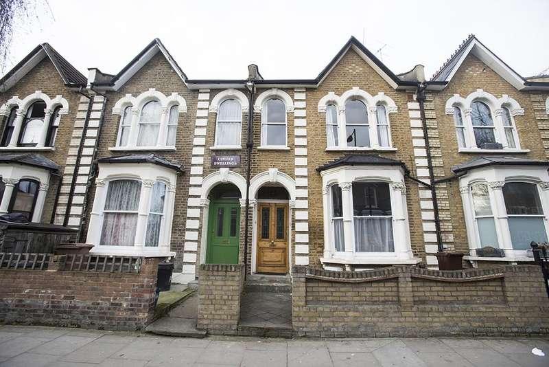2 Bedrooms Flat for sale in Powerscroft Road, Hackney, London E5
