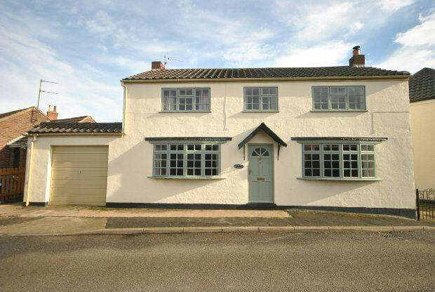3 Bedrooms Detached House for sale in Pelham Crescent, Keelby, GRIMSBY
