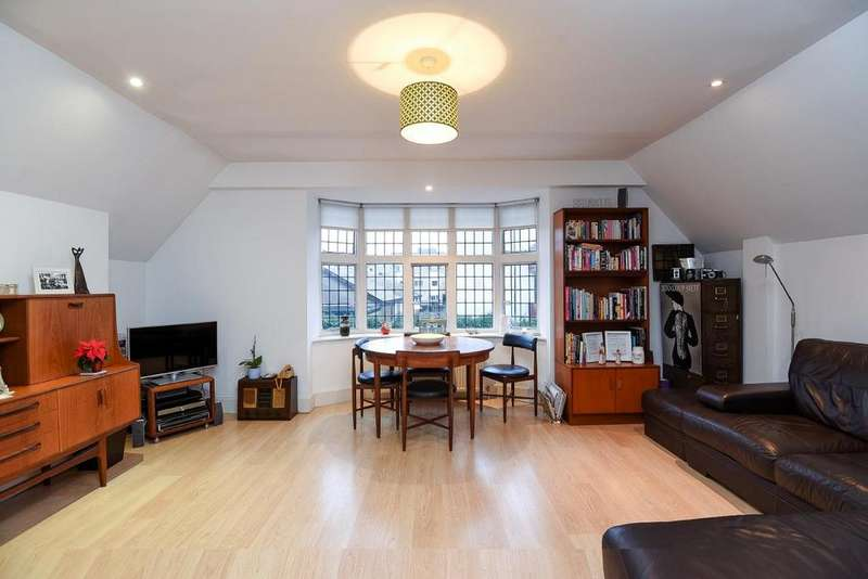 2 Bedrooms Flat for sale in Kent Road, West Wickham, BR4