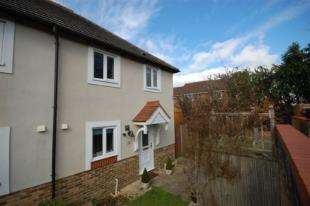 3 Bedrooms Semi Detached House for sale in Hughes Way, Uckfield, East Sussex