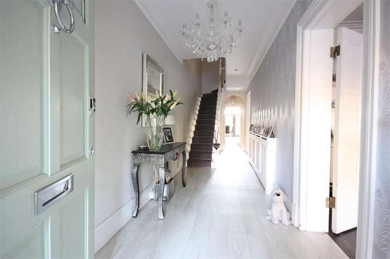 4 Bedrooms Semi Detached House for sale in BRENTWOOD, Essex