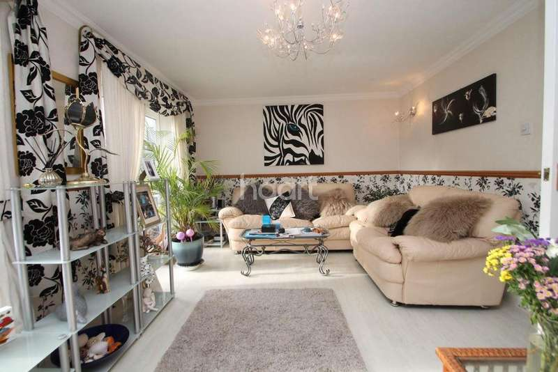 4 Bedrooms Semi Detached House for sale in Fremantle, Shoeburyness