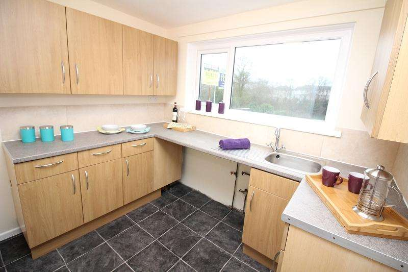 2 Bedrooms Ground Flat for sale in Woodland Drive, Milford Haven, Pembrokeshire. SA73 1BE