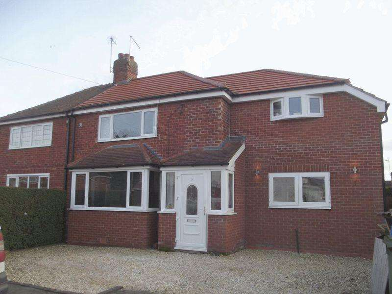 3 Bedrooms Semi Detached House for sale in Penwith Drive, Anlaby