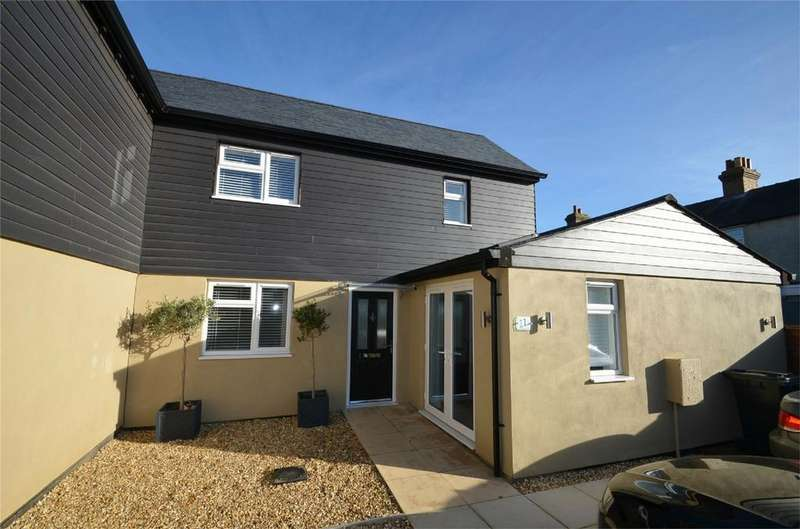 2 Bedrooms Semi Detached House for sale in Drew Croft, Potton, Bedfordshire