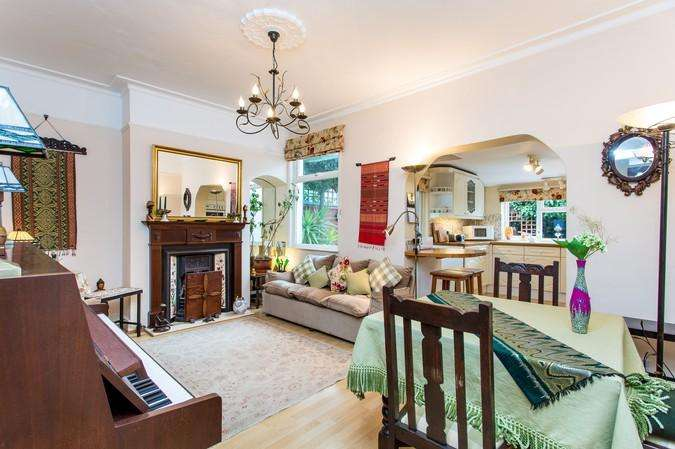 2 Bedrooms Terraced House for sale in Convent Gardens, Ealing