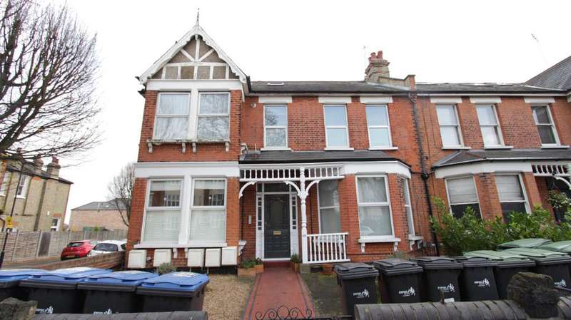 3 Bedrooms Flat for sale in Brownlow Road Flat 3, Bounds Green, London N11
