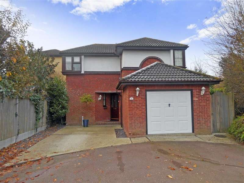 4 Bedrooms Detached House for sale in Chorley Close, Langdon Hills, Basildon, Essex
