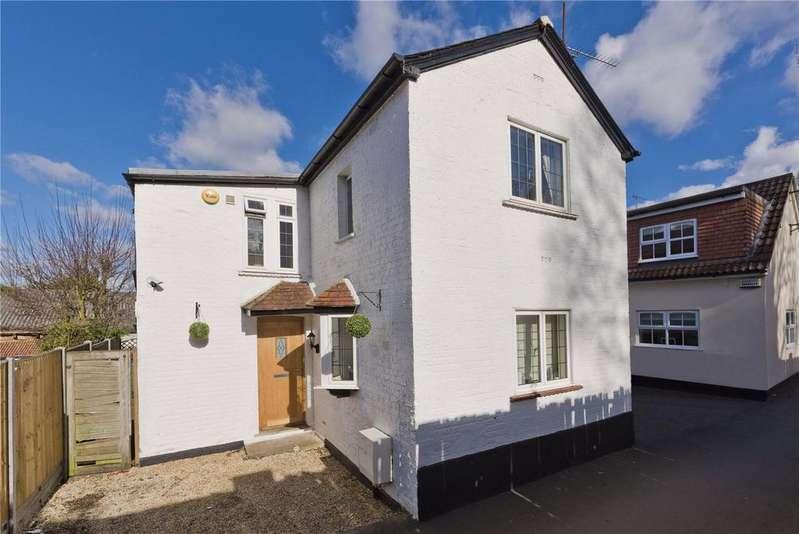 3 Bedrooms Detached House for sale in Waverley Road, Weybridge, Surrey, KT13