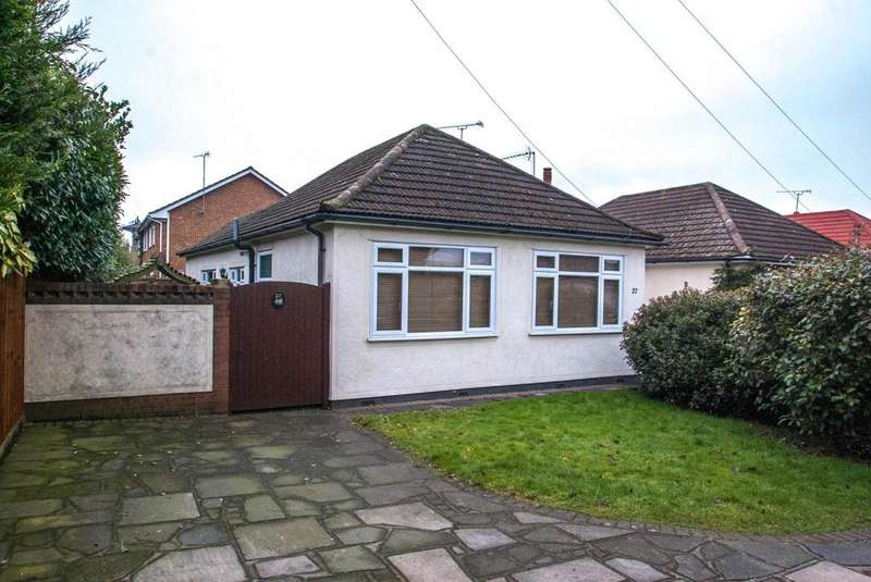 3 Bedrooms Detached Bungalow for sale in The Grove, Brentwood, Essex, CM14