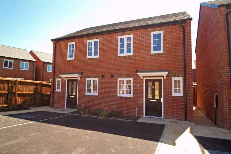 2 Bedrooms Semi Detached House for sale in Silkstone Road, Featherstone, West Yorkshire, WF7