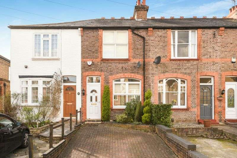 3 Bedrooms Terraced House for sale in Hallowell Road, Northwood