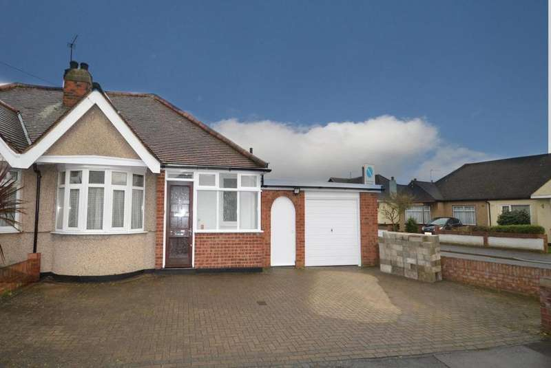 2 Bedrooms Semi Detached Bungalow for sale in Chiltern Gardens, Hornchurch, Essex, RM12