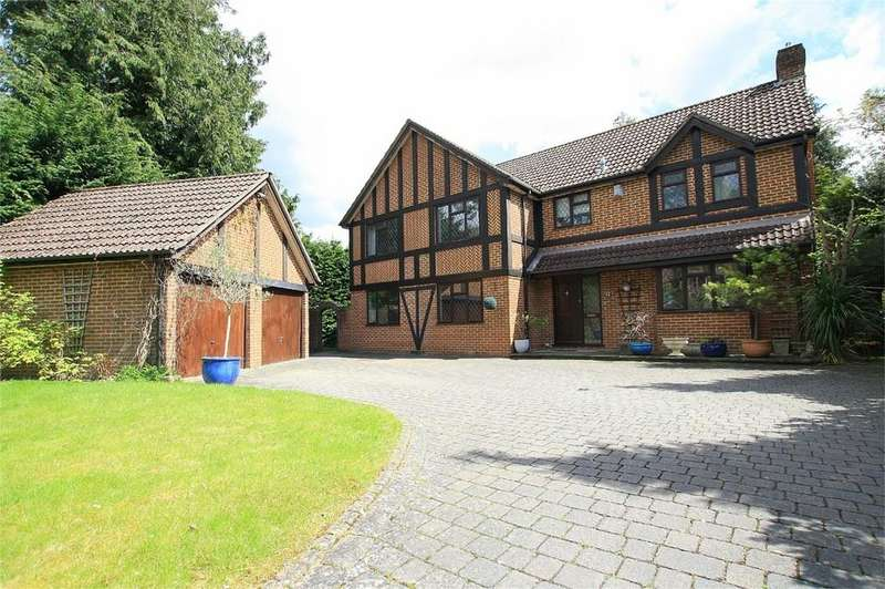 5 Bedrooms Detached House for sale in Carroll Avenue, FERNDOWN