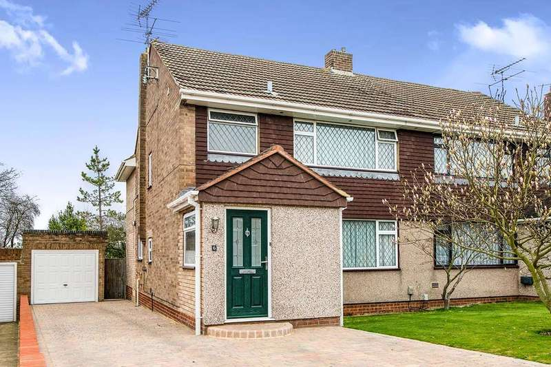 4 Bedrooms Semi Detached House for sale in Penshurst Close, Rainham, Gillingham, ME8