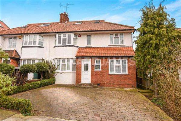 5 Bedrooms House for sale in Lawrence Avenue, London