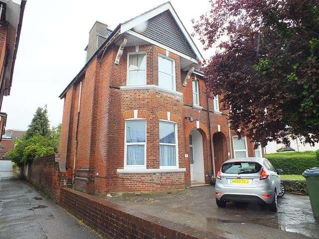 7 Bedrooms House for rent in Shirley