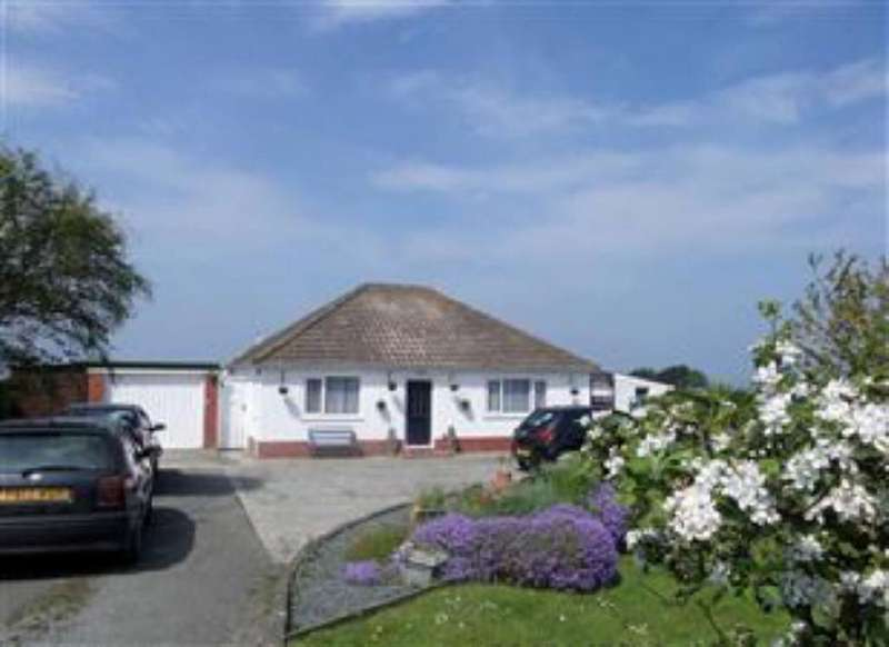 3 Bedrooms Bungalow for sale in Llanon, Ceredigin