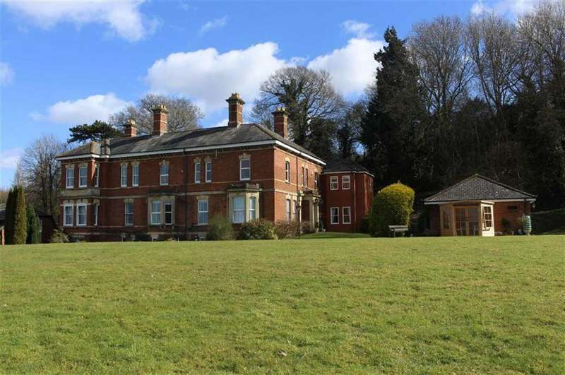 2 Bedrooms Apartment Flat for sale in Oakbank House, Stroud Road, Gloucester