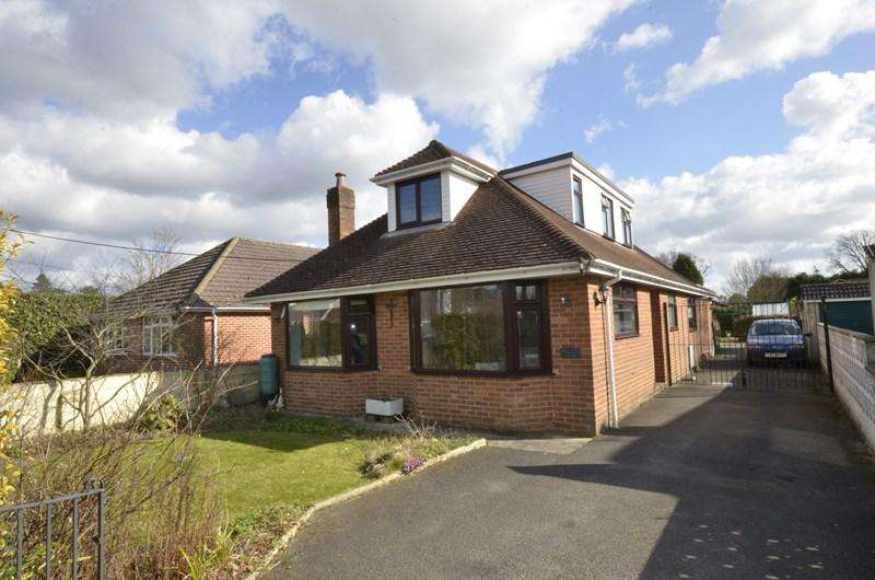 5 Bedrooms Chalet House for sale in Oakhurst Road, West Moors, Ferndown