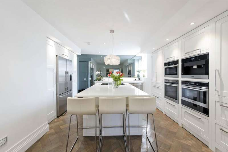 3 Bedrooms Flat for sale in Wildcroft Road, SW15