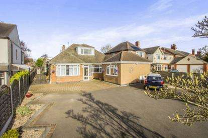 4 Bedrooms Bungalow for sale in Newton Lane, Wigston, Leicestershire