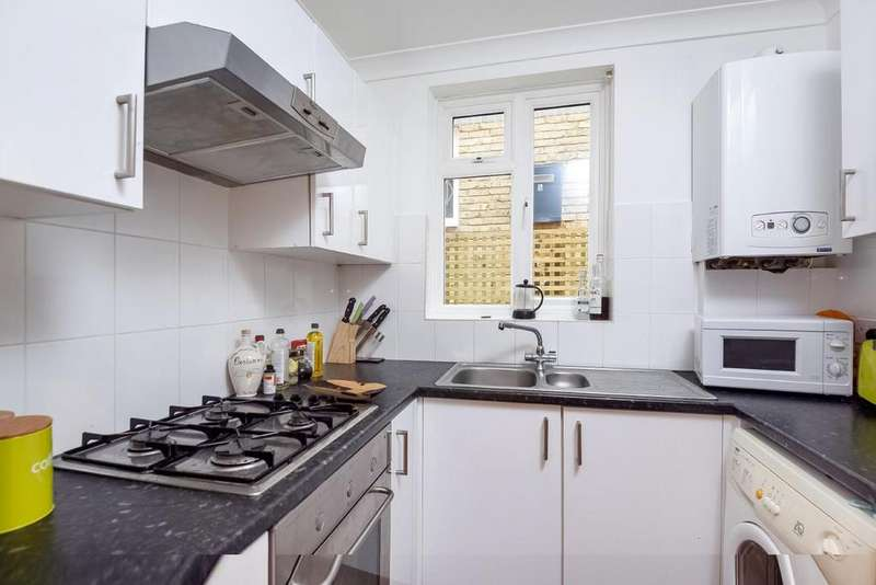 2 Bedrooms Flat for sale in Culverden Road, Balham, SW12