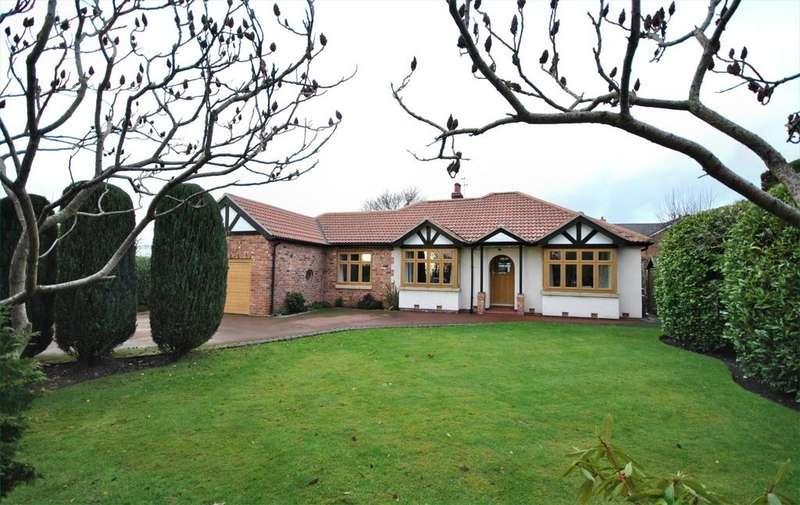 3 Bedrooms Detached Bungalow for sale in Dickens Lane, Poynton, Stockport