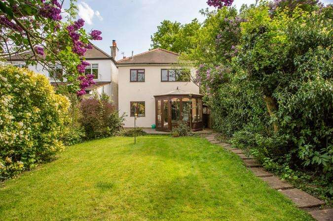 3 Bedrooms Detached House for sale in Windmill Road, Ealing