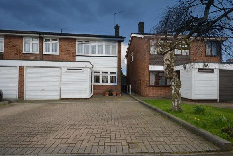 4 Bedrooms Semi Detached House for sale in Heron Flight Avenue, Hornchurch, Essex, RM12