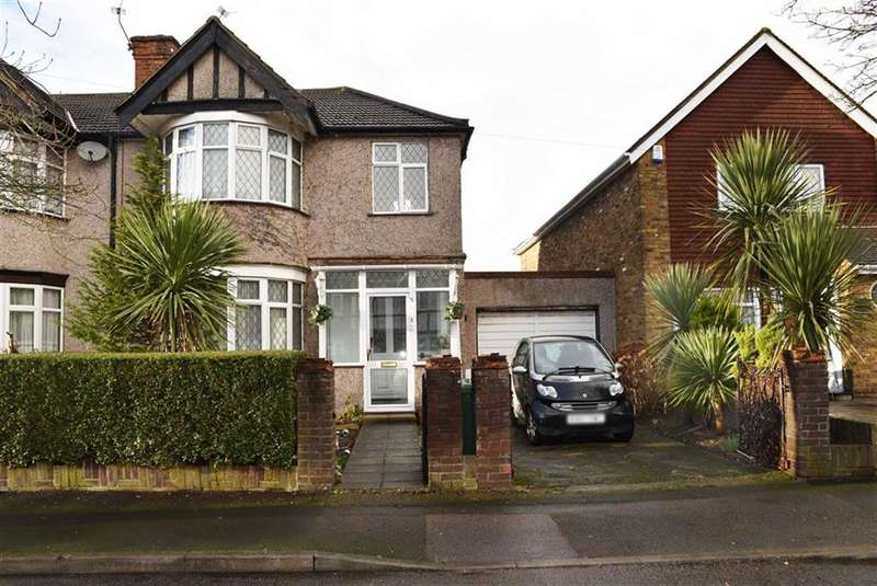 3 Bedrooms Property for sale in Wykeham Road, Harrow, Middlesex