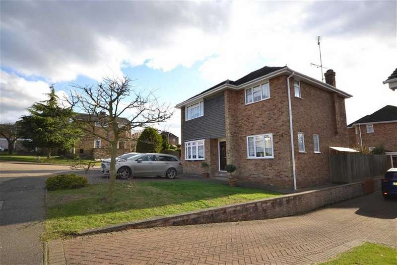 4 Bedrooms Detached House for sale in St Cleres Way, Danbury