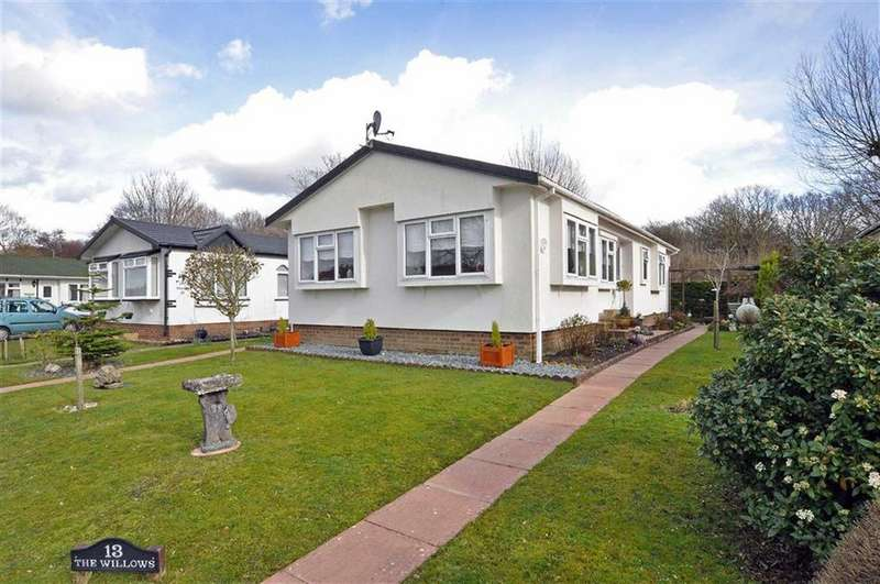 2 Bedrooms Park Home Mobile Home for sale in Upper Horsebridge