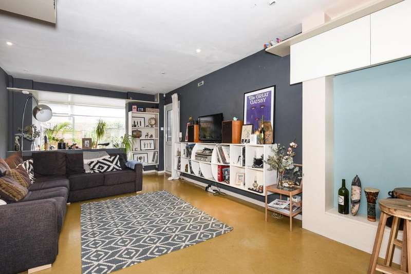 2 Bedrooms Flat for sale in Berryfield Road, Walworth, SE17