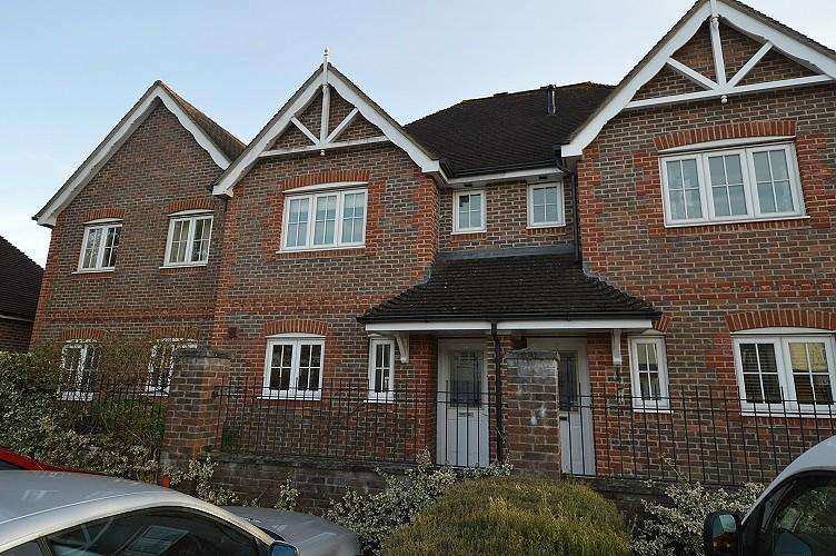 3 Bedrooms House for sale in Bramber Mews, Dalley Way, Liss, GU33