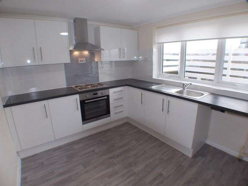 3 Bedrooms Flat for sale in Runwell Road, Wickford