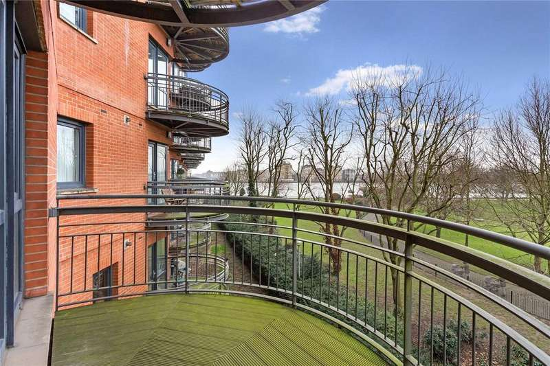 2 Bedrooms Apartment Flat for sale in Arnhem Place, Docklands, E14