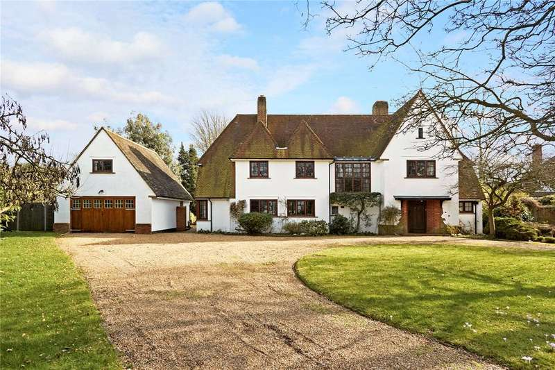 5 Bedrooms Detached House for sale in Park Chase, Guildford, Surrey, GU1